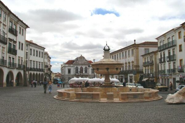 Praça do Giraldo in Evora, Portugal